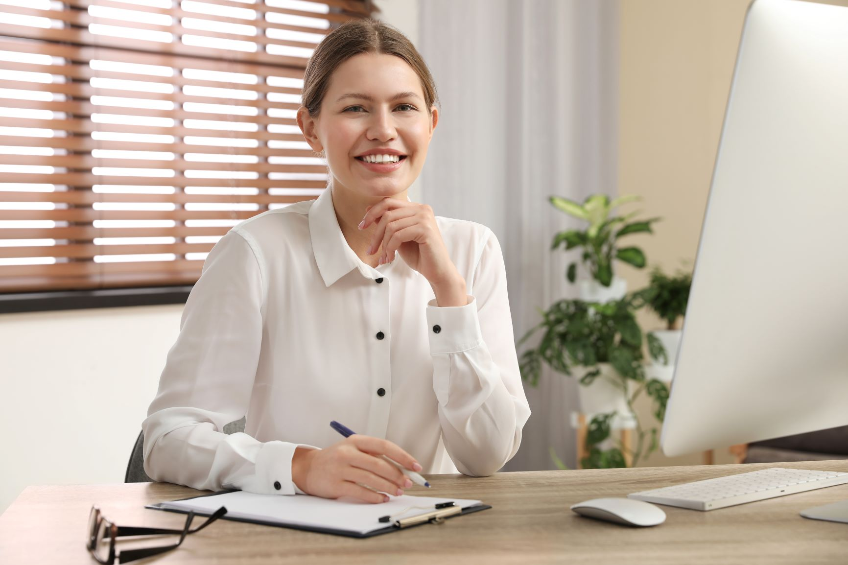 Psychiatrist collecting patients diaries through telepsychiatry software s
